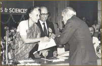 Vijay Bhatt awarded by Indira Gandhi
